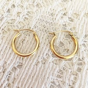 14 kt Gold Leverback Hoop Earrings